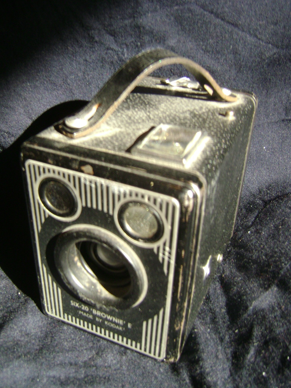 Kamera_Kodak_Six-20_Brownie_E_2.JPG