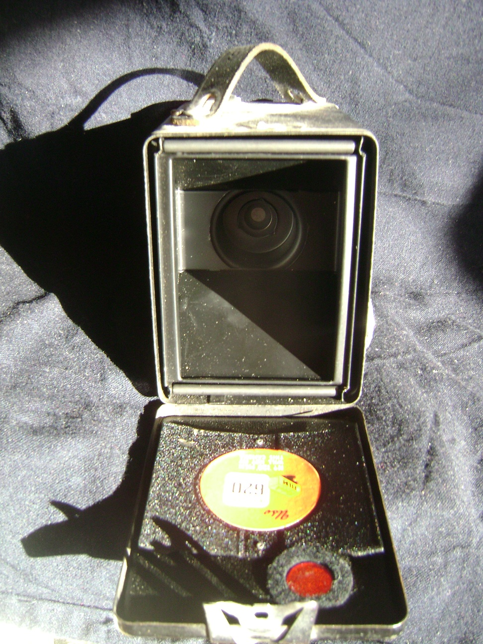 Kamera_Kodak_Six-20_Brownie_E_5.JPG
