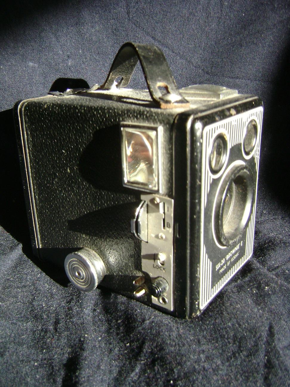 Kamera_Kodak_Six-20_Brownie_E_1.JPG
