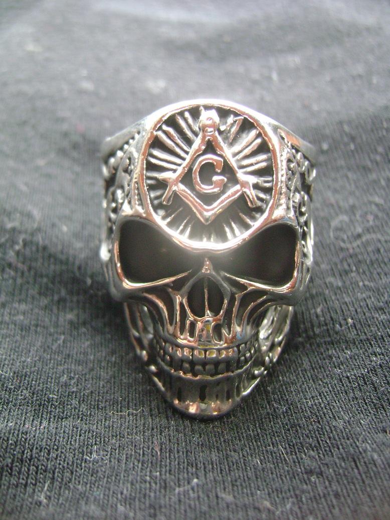 Masonski_prsten_Lobanja_1.JPG