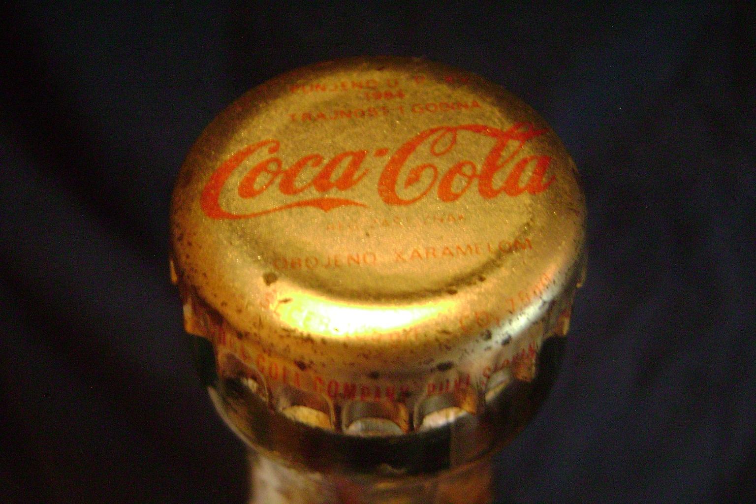 Coca_Cola_kriva_flasa_1984_4.JPG