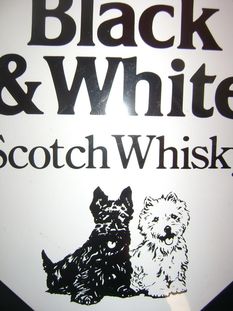 Reklama_limena_Black_i_White_Whisky_3.jpg