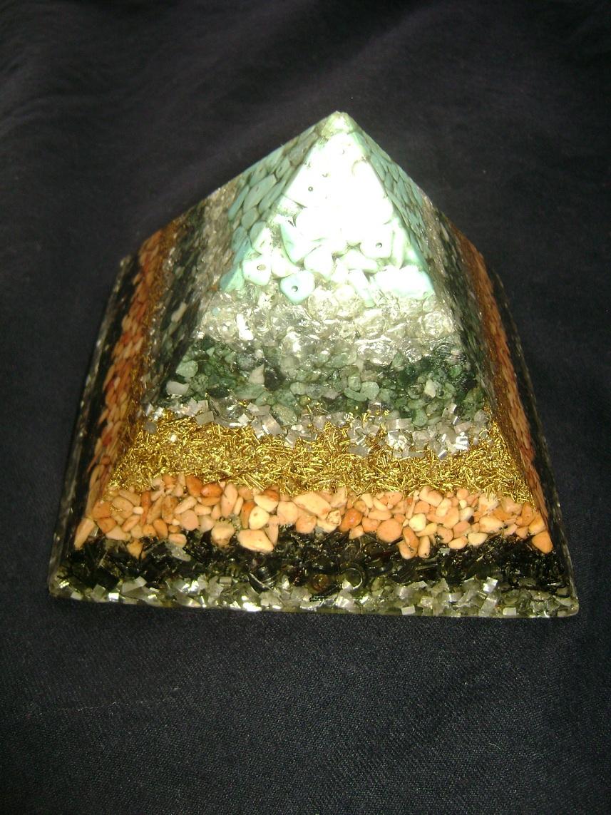 Kristal_Orgonit_piramida_2.JPG