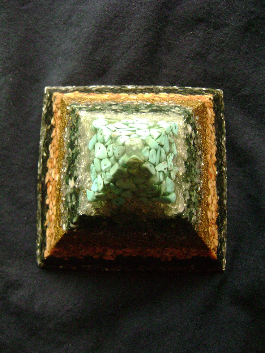 Kristal_Orgonit_piramida_4.JPG