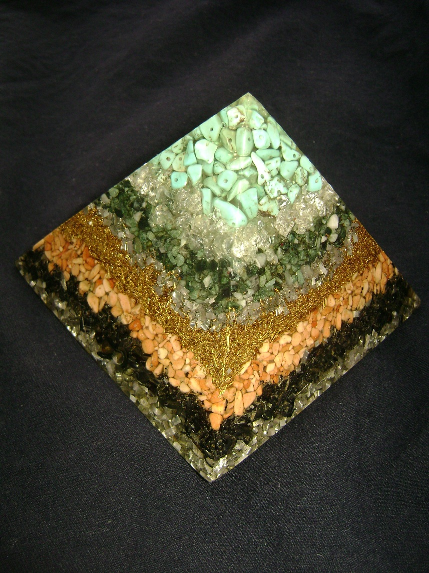 Kristal_Orgonit_piramida_1.JPG