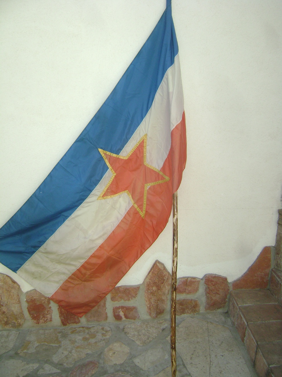 Zastava_Jugoslavija_velika__1.JPG