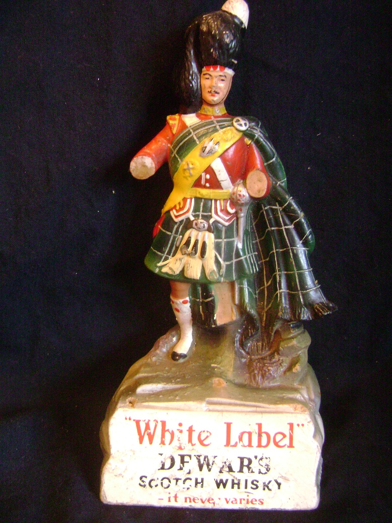 Dewars_Scotch_Whisky_skulptura__1.JPG