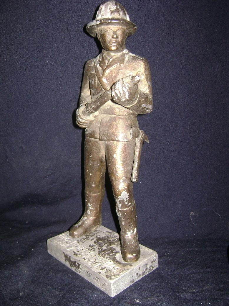 Vatrogasac_skulptura_1977_1.JPG