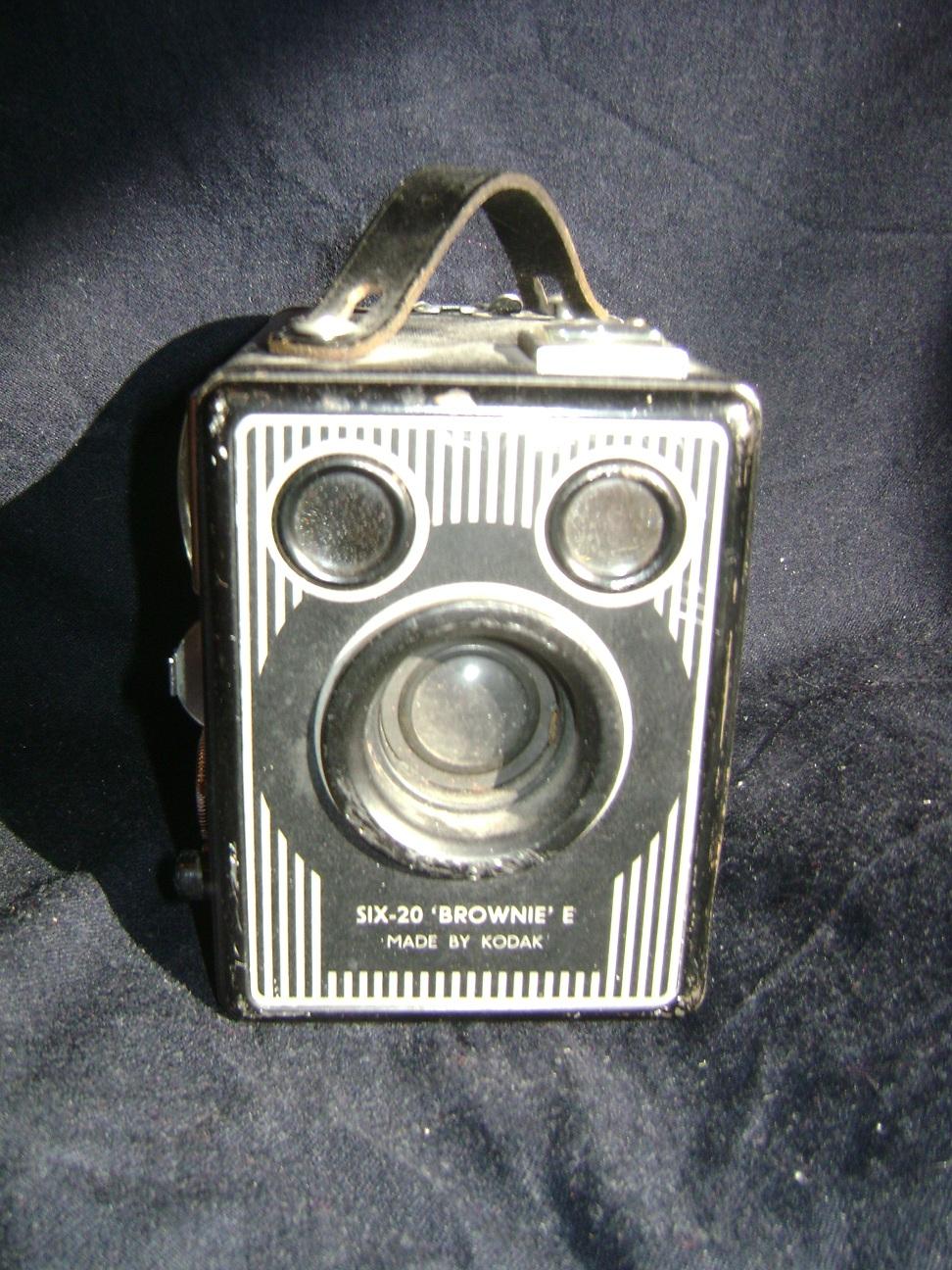 Kamera_Kodak_Six-20_Brownie_E_3.JPG